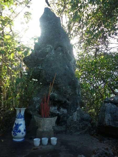 Bí ẩn những hòn đá có khả năng kỳ diệu ở Việt Nam - 3