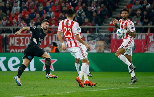 Thống kê sốc: Giroud lợi hại hơn cả CR7 và Messi - 1