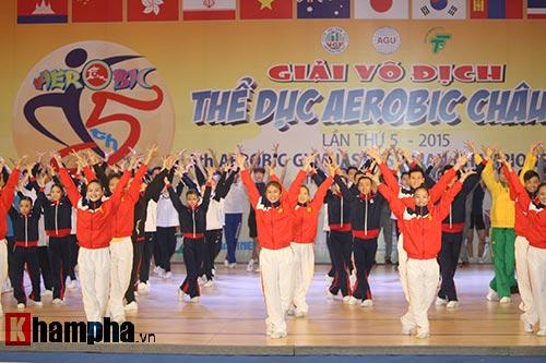 Bị sự cố nhạc, VĐV nhí VN vẫn dẫn đầu vòng loại Aerobic châu Á - 4