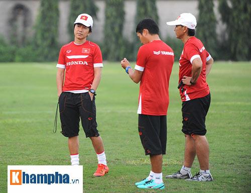 "Clip: HLV Miura ""truyền lửa"" cho U23 Việt Nam - 9"