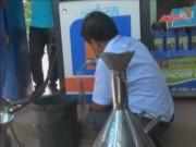 """Video An ninh - Phát hiện cây xăng gắn chip, """"móc túi"""" người tiêu dùng"""