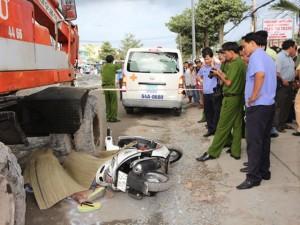 Tin tức trong ngày - Xe trượt bánh, 2 phụ nữ bị xe cuốc cán chết