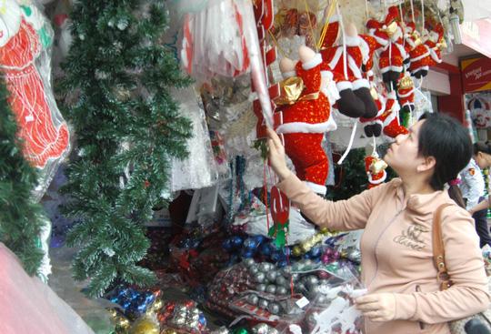Thị trường Noel: Hàng Việt chiếm ưu thế - 1