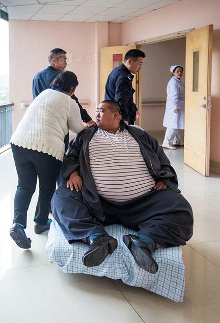 Phát sợ với anh chàng nặng gần 3 tạ mỗi bữa ăn cả chậu cơm - 4