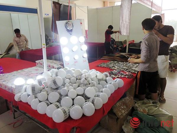 Đà Nẵng: Hàng Trung Quốc lại chui vào hội chợ hàng Việt! - 10