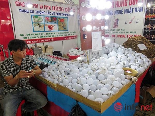 Đà Nẵng: Hàng Trung Quốc lại chui vào hội chợ hàng Việt! - 9