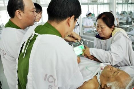 Cuối tuần vào bệnh viện làm CMND cho bệnh nhân - 2