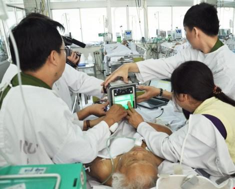 Cuối tuần vào bệnh viện làm CMND cho bệnh nhân - 3