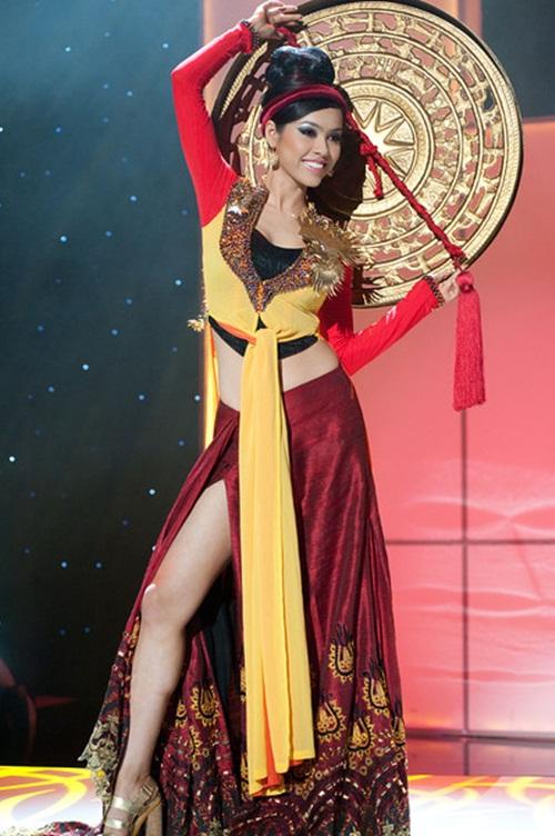 1449898161 1447643475 6 Trang phục dân tộc của mỹ nhân Việt ở đấu trường quốc tế