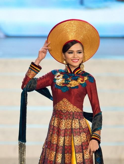 1449898161 1447643561 8 Trang phục dân tộc của mỹ nhân Việt ở đấu trường quốc tế