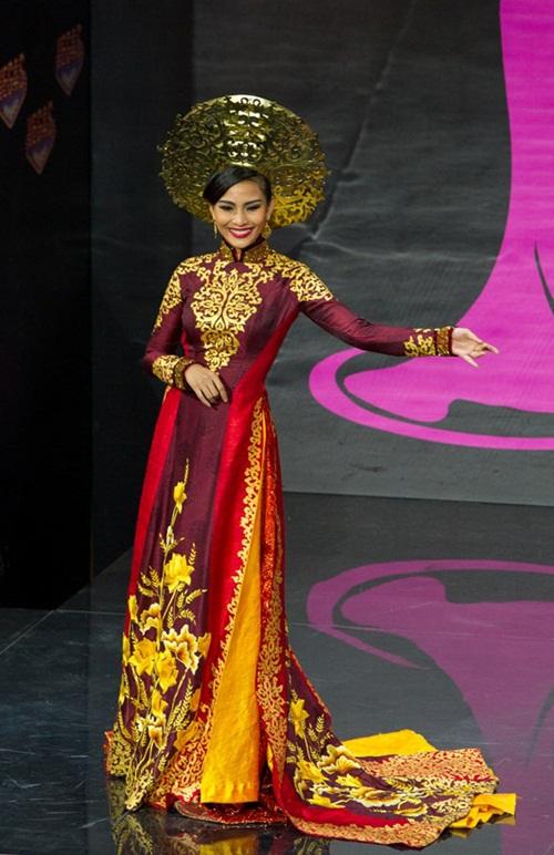 1449898161 1447643650 10 Trang phục dân tộc của mỹ nhân Việt ở đấu trường quốc tế