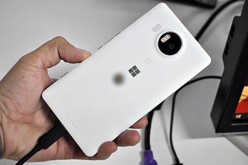 1449911734 1449911123 dsc0116 Lumia 950 XL có giá 16 triệu đồng: Chiếc PC thu nhỏ