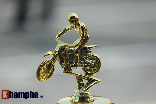 Đã mắt màn trình diễn ở giải đua mô tô Việt - 1