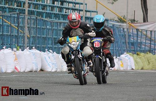 Đã mắt màn trình diễn ở giải đua mô tô Việt - 10