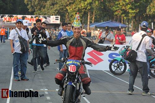 Đã mắt màn trình diễn ở giải đua mô tô Việt - 12