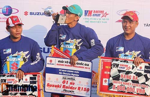 Đã mắt màn trình diễn ở giải đua mô tô Việt - 13