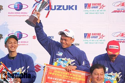 Đã mắt màn trình diễn ở giải đua mô tô Việt - 14