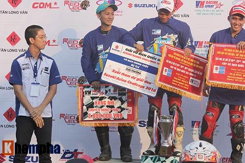 Đã mắt màn trình diễn ở giải đua mô tô Việt - 15