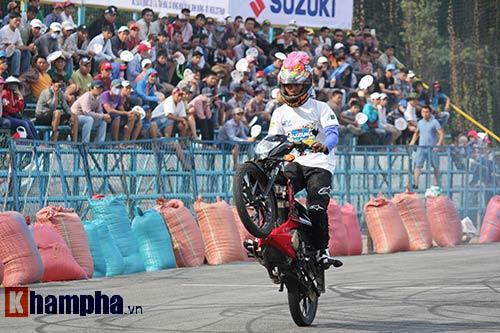 Đã mắt màn trình diễn ở giải đua mô tô Việt - 3