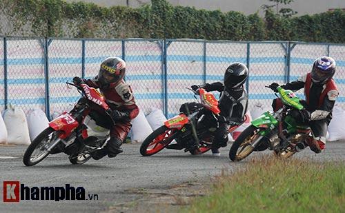Đã mắt màn trình diễn ở giải đua mô tô Việt - 4