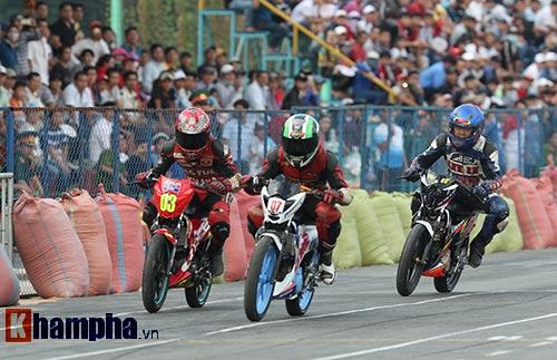 Đã mắt màn trình diễn ở giải đua mô tô Việt - 8