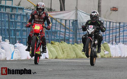 Đã mắt màn trình diễn ở giải đua mô tô Việt - 9