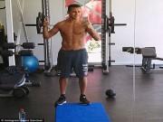 Bóng đá - Sao 360 độ 12/12: Sanchez khéo khoe body trong phòng gym