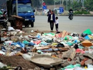 Tin tức trong ngày - HN: Đường nghìn tỷ chưa hoàn thiện đã thành bãi rác