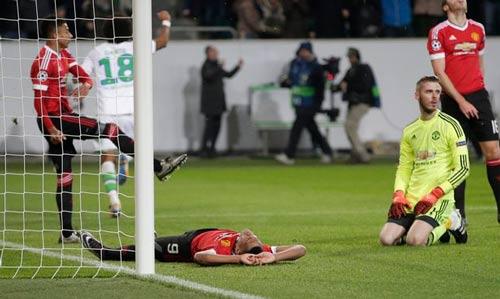 10 trận đấu thảm kịch dưới thời Van Gaal của MU - 3