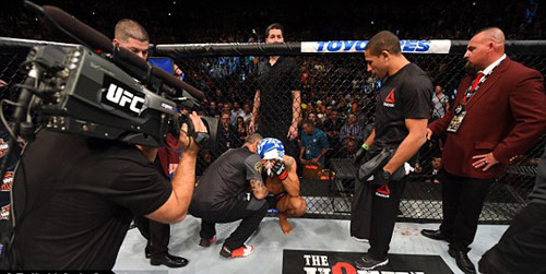 Siêu kinh điển UFC: Quá nhanh, quá nguy hiểm - 3