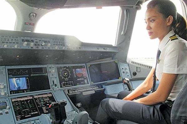 Nữ phi công xinh đẹp khát khao chinh phục bầu trời - 2