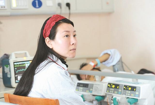 Cô gái cầu xin được hiến gan cứu mẹ gây xúc động - 1