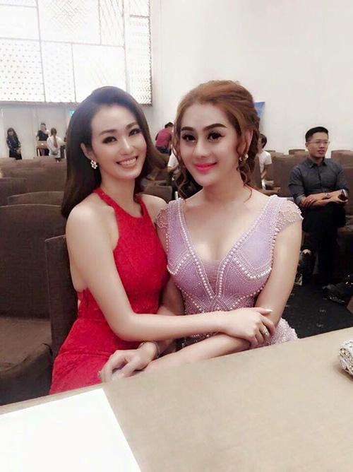 Facebook sao 14/12: Lộ ảnh con trai và 'bà xã' Tùng Dương - 9