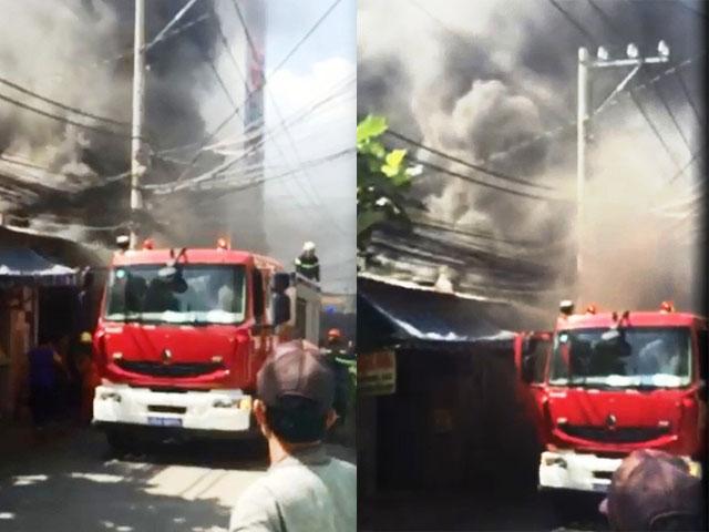 TP.HCM: Cháy dữ dội gần Công viên Đầm Sen - 1