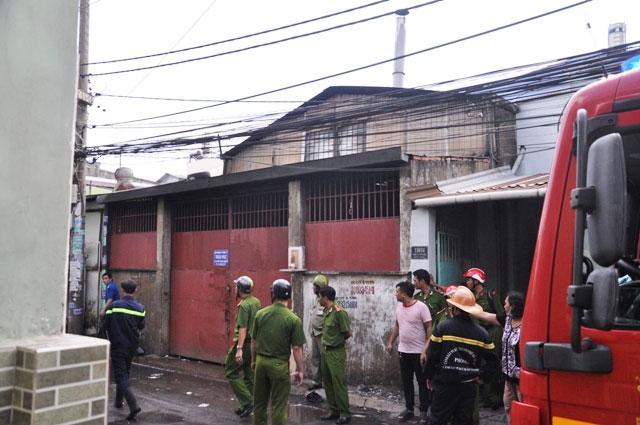 TP.HCM: Cháy dữ dội gần Công viên Đầm Sen - 2