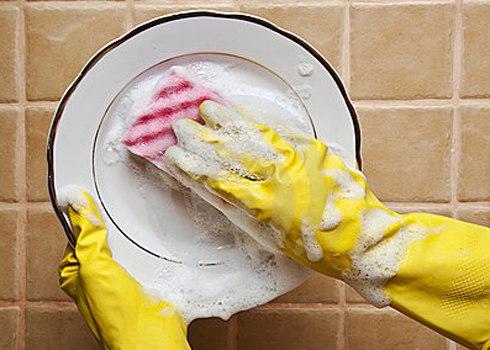 Những cách rửa bát gây tổn hại đến sức khoẻ - 2