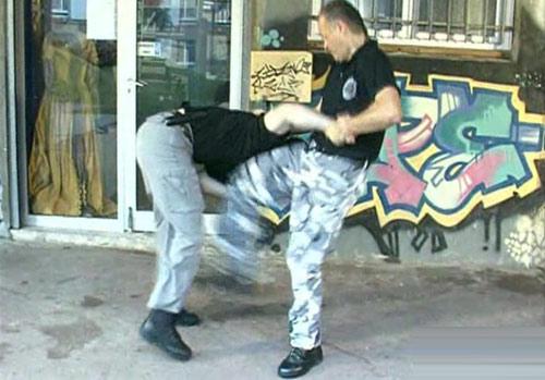 Tuyệt kỹ tự vệ đường phố: Bài học 1 - CHẠY (P1) - 2