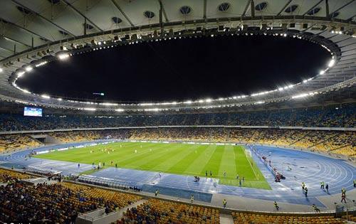 Vận may: Man City đá lượt đi 1/8 cúp C1 ở sân trống - 2