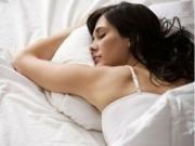 """Sức khỏe đời sống - Lý do mọi nhà nên """"lên giường"""" đi ngủ lúc 9 - 10 giờ tối"""