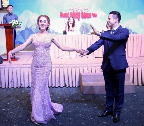 'Nhan sắc chuyển giới' Lâm Chi Khanh ngày càng khác lạ - 13