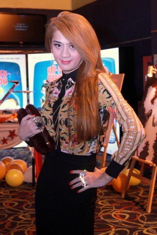 'Nhan sắc chuyển giới' Lâm Chi Khanh ngày càng khác lạ - 4