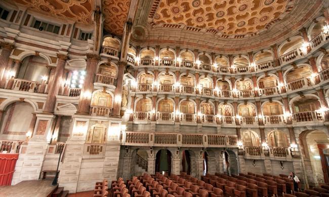 Ngỡ ngàng 10 nhà hát có kiến trúc ấn tượng nhất TG - 1