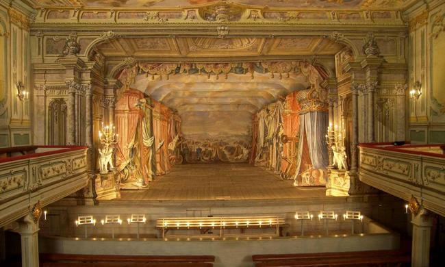 Ngỡ ngàng 10 nhà hát có kiến trúc ấn tượng nhất TG - 2