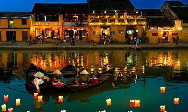 Phố cổ Hội An lọt top 10 thị trấn đẹp nhất thế giới - 1