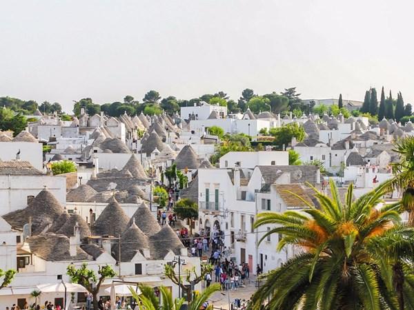 Phố cổ Hội An lọt top 10 thị trấn đẹp nhất thế giới - 3