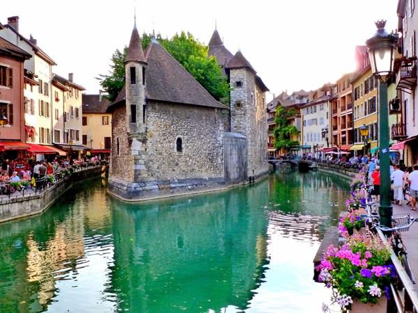 Phố cổ Hội An lọt top 10 thị trấn đẹp nhất thế giới - 4