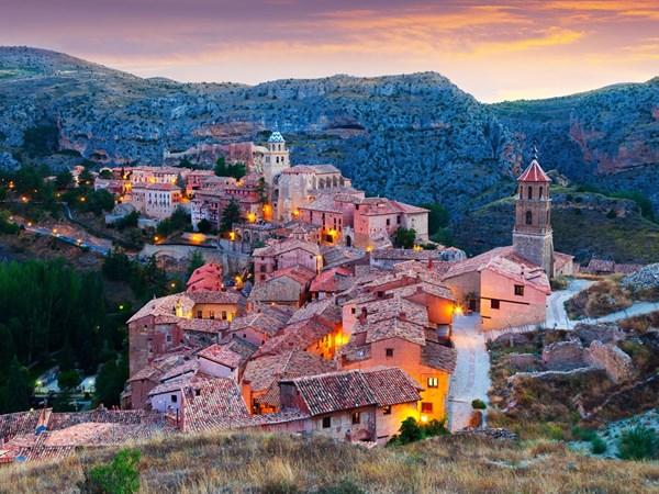 Phố cổ Hội An lọt top 10 thị trấn đẹp nhất thế giới - 8