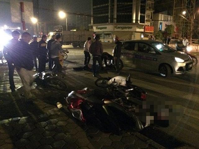 HN: Đứng giải quyết tai nạn, tài xế xe tải bị tông chết - 1