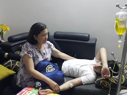 Facebook sao 15/12: Cao Thái Sơn chế ảnh 'Hương Tràm cho con bú' - 8