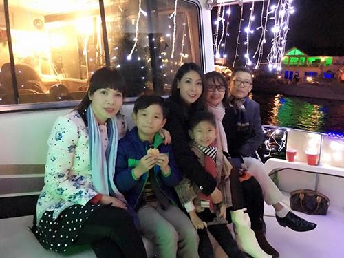 Facebook sao 15/12: Cao Thái Sơn chế ảnh 'Hương Tràm cho con bú' - 13